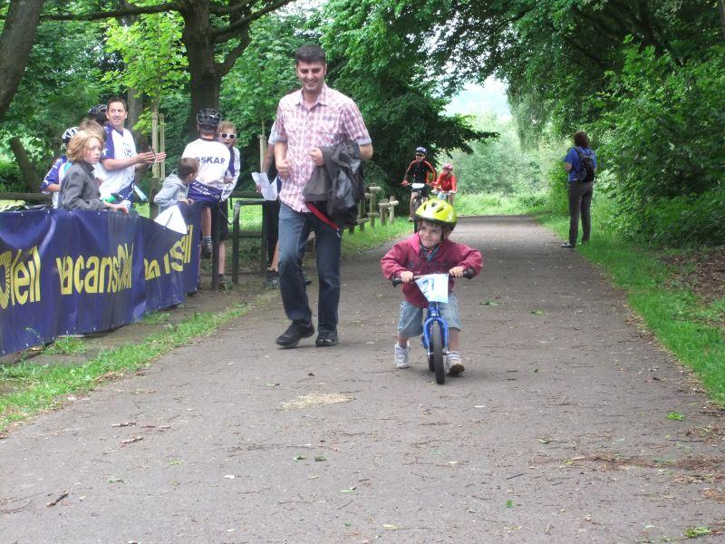Auch die Kleinsten waren mit dem Laufrad am Start. Man, war der Pappa fertig!
